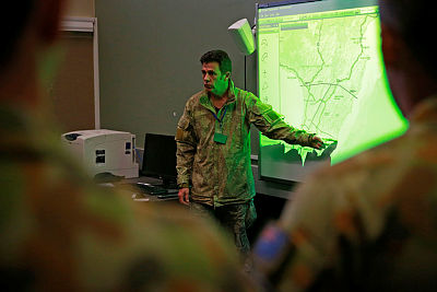 Australian officers watch-on as New Zealand Planning Officer, Major Gareth Jones, explains the Matua command and control system during Exercise Suman Warrior at Linton Military Camp, NZ.